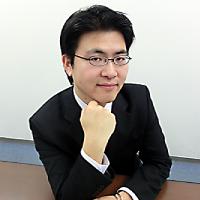 代表取締役 新家竜介 近影